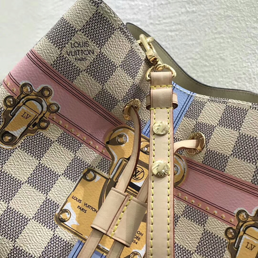 路易威登包包 广州白云皮具城 LV2018春夏限量款桶包44020 经典带着少女风 卡通手绘风格
