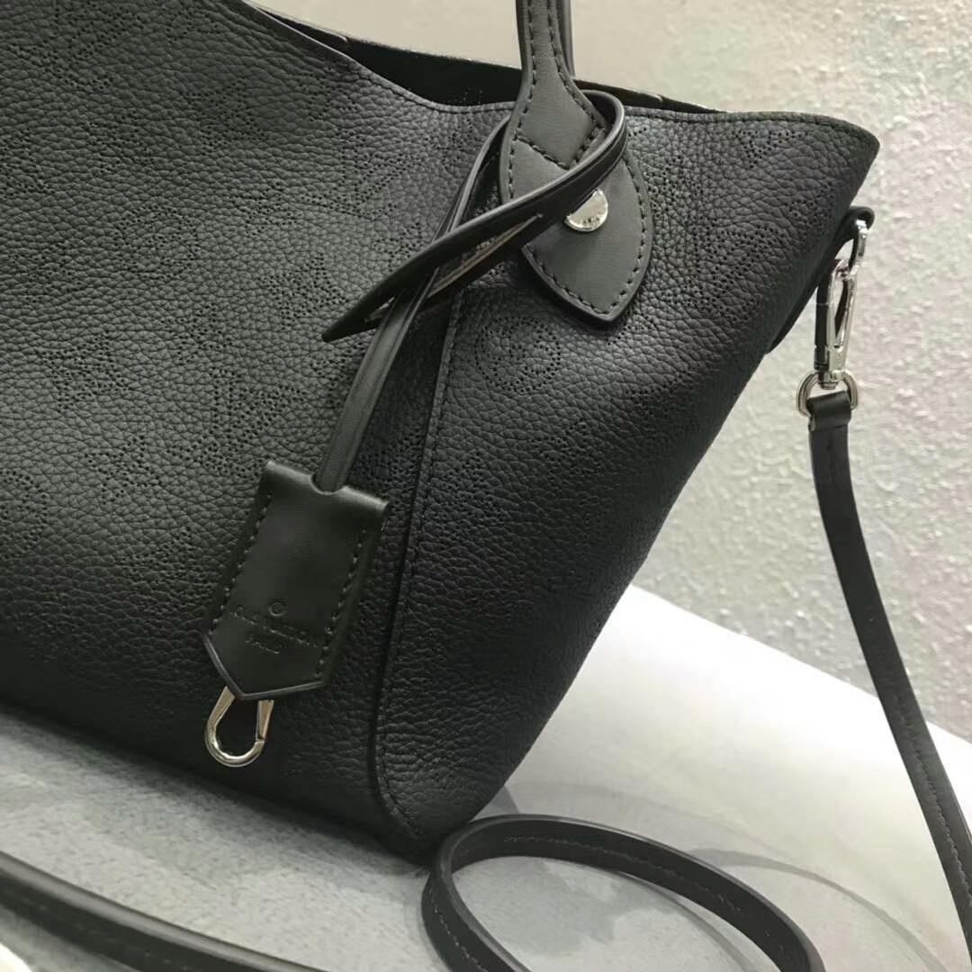 LV春夏新款 双重设计的Hina手袋54350 轻质舒适 黑色