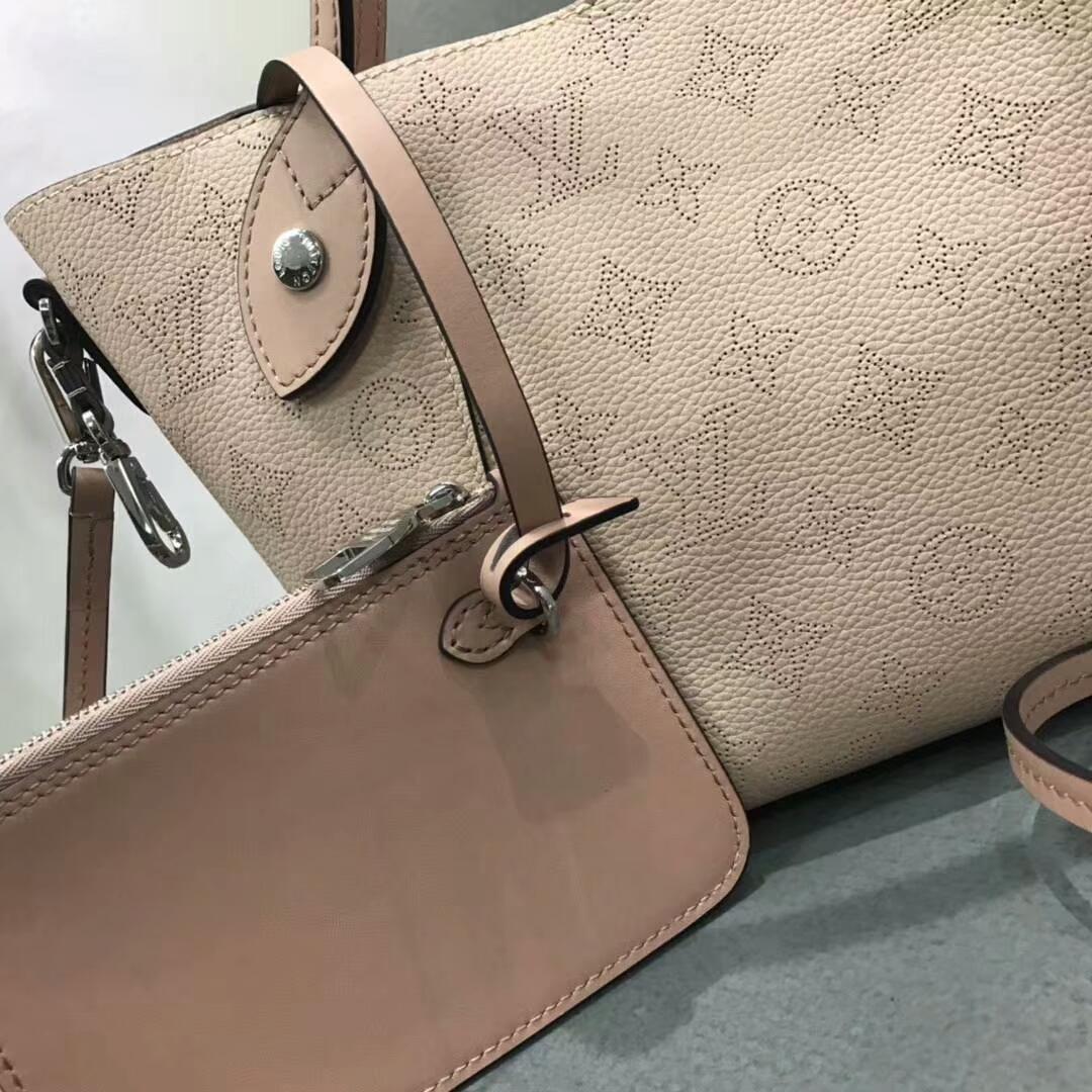 LV春夏新款 双重设计的Hina手袋54350 轻质舒适 粉色