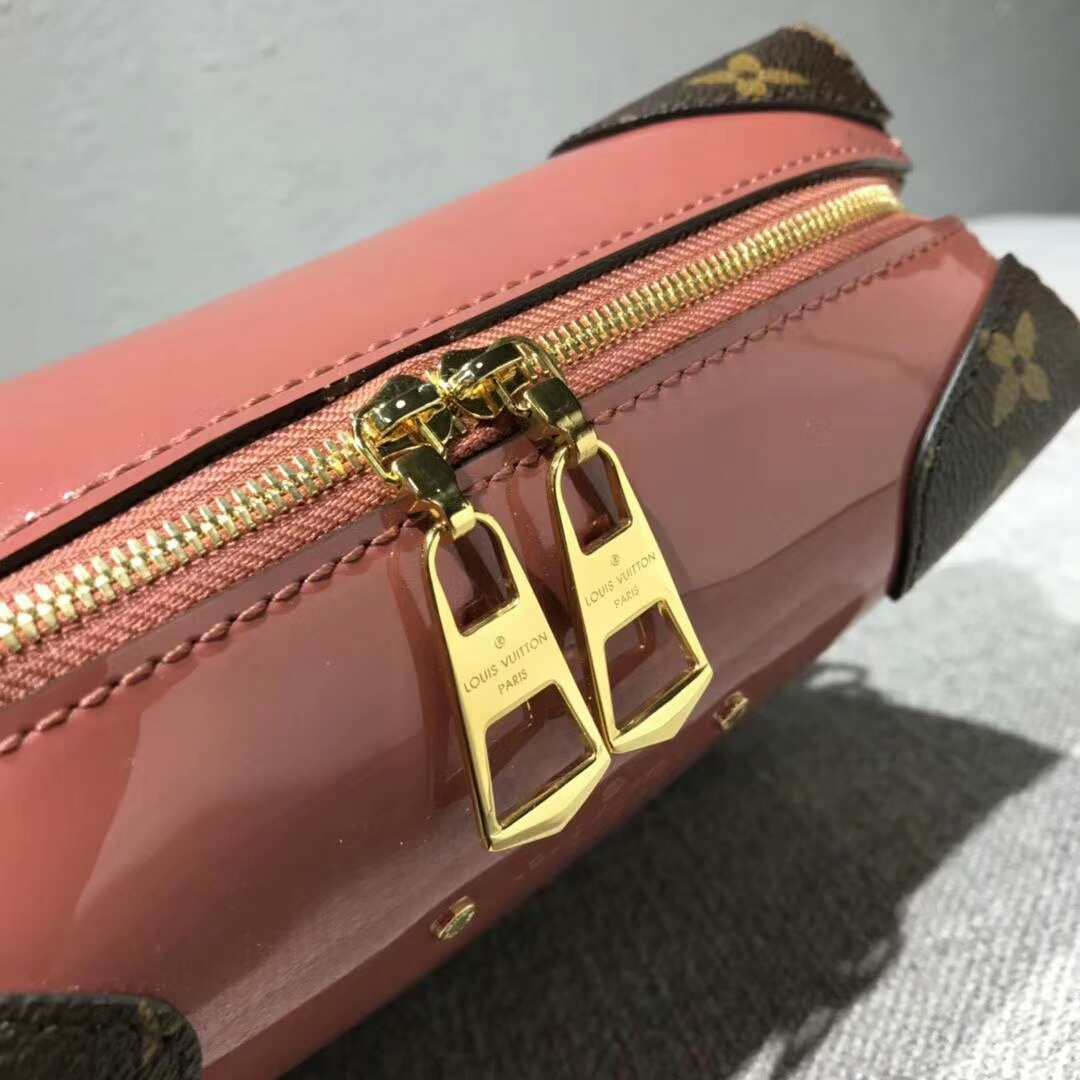 LV2018新款 超可爱华丽的旅行箱54390 漆光牛皮配经典Monogram 时髦个性