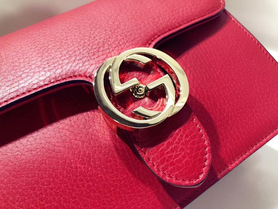 GUCCI最新圆包 499823 红色 配蟒蛇真皮忠实粉必会入的单品,复古的印花GG配上可爱的Mystic 18×18×4.5cm