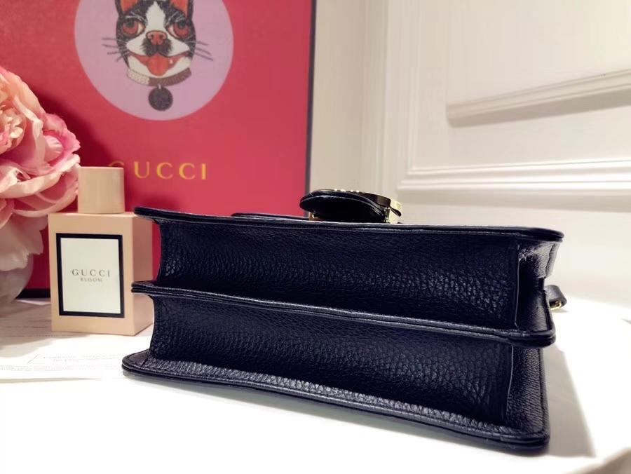 GUCCI最新圆包 499823 黑色 配蟒蛇真皮忠实粉必会入的单品,复古的印花GG配上可爱的Mystic 18×18×4.5cm