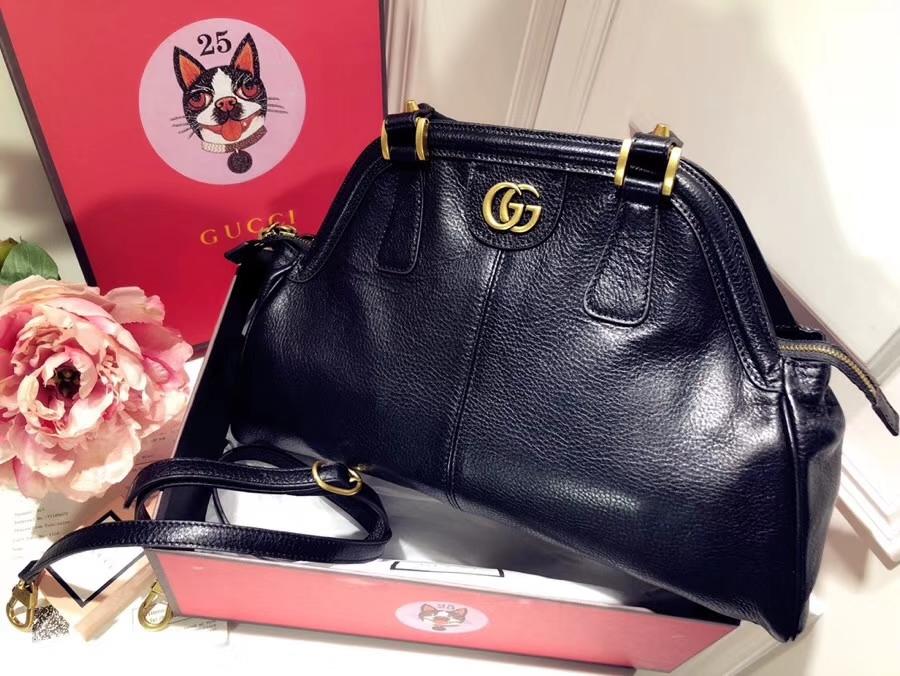 GUCCI最新主打RE(BELLE)系列手袋 516459 黑色 选用质地柔软的天然粒纹皮革 品牌标志的经典双G造型 39×25×11cm