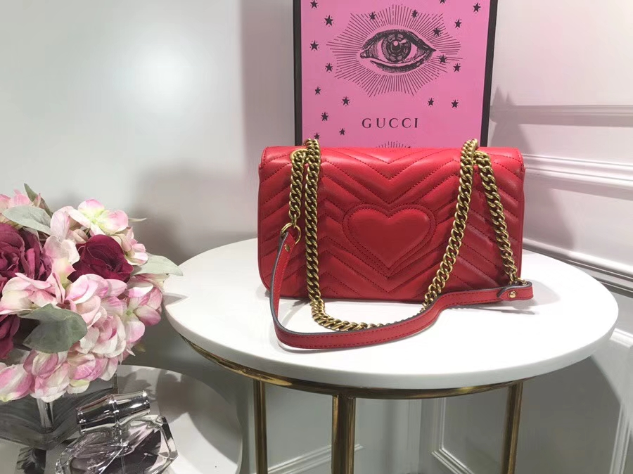 GUCCI 家最新 Marmont 绗缝链条包 443497 红色 链带波浪纹肩背包 牛皮面料尽显时尚魅力 26cm