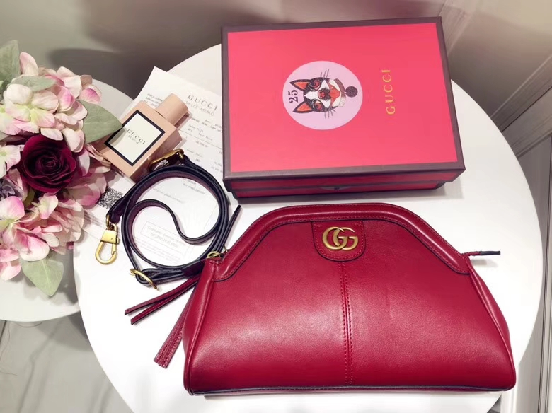 Gucci最新主打RE(BELLE)系列mini手袋 524620 红色 天然粒纹皮革 手感超赞 经典品牌标志双G造型 猫科动物头像造型 29×18×7cm