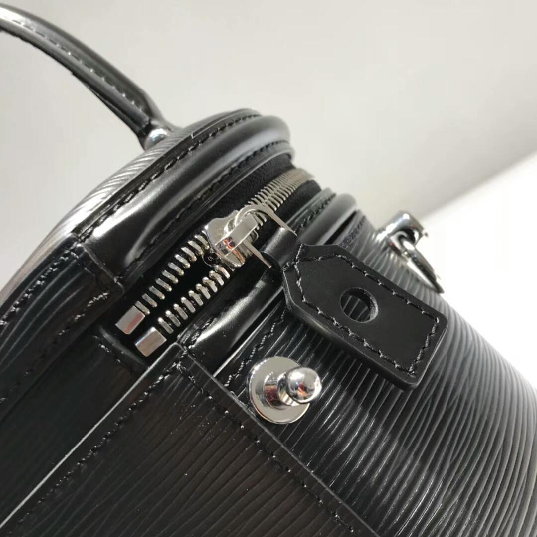 LV包包批发 带着灵魂设计的盒子包62788 把经典演绎得淋漓尽致