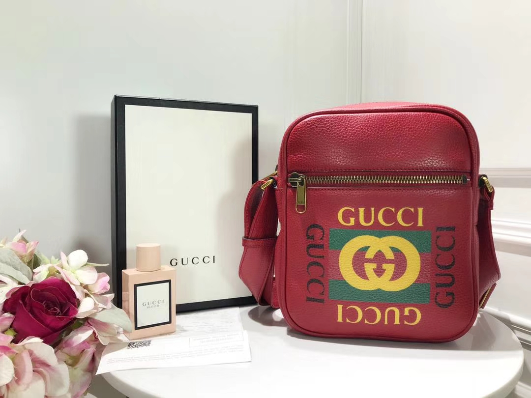 GUCCI 2018年新款斜挎包 523591 红色 进口特制牛皮革搭配进口骨圈 复古图案涂鸦元素 20×15×7cm