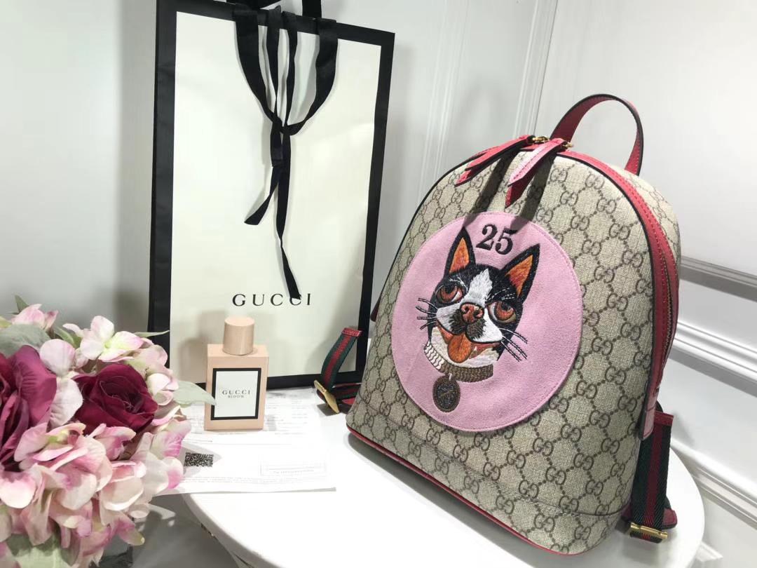 Gucci 特别推出以萌犬为主角的特别背包 495621 年限定骚粉骚粉寻找青春的气息 22×29×14cm