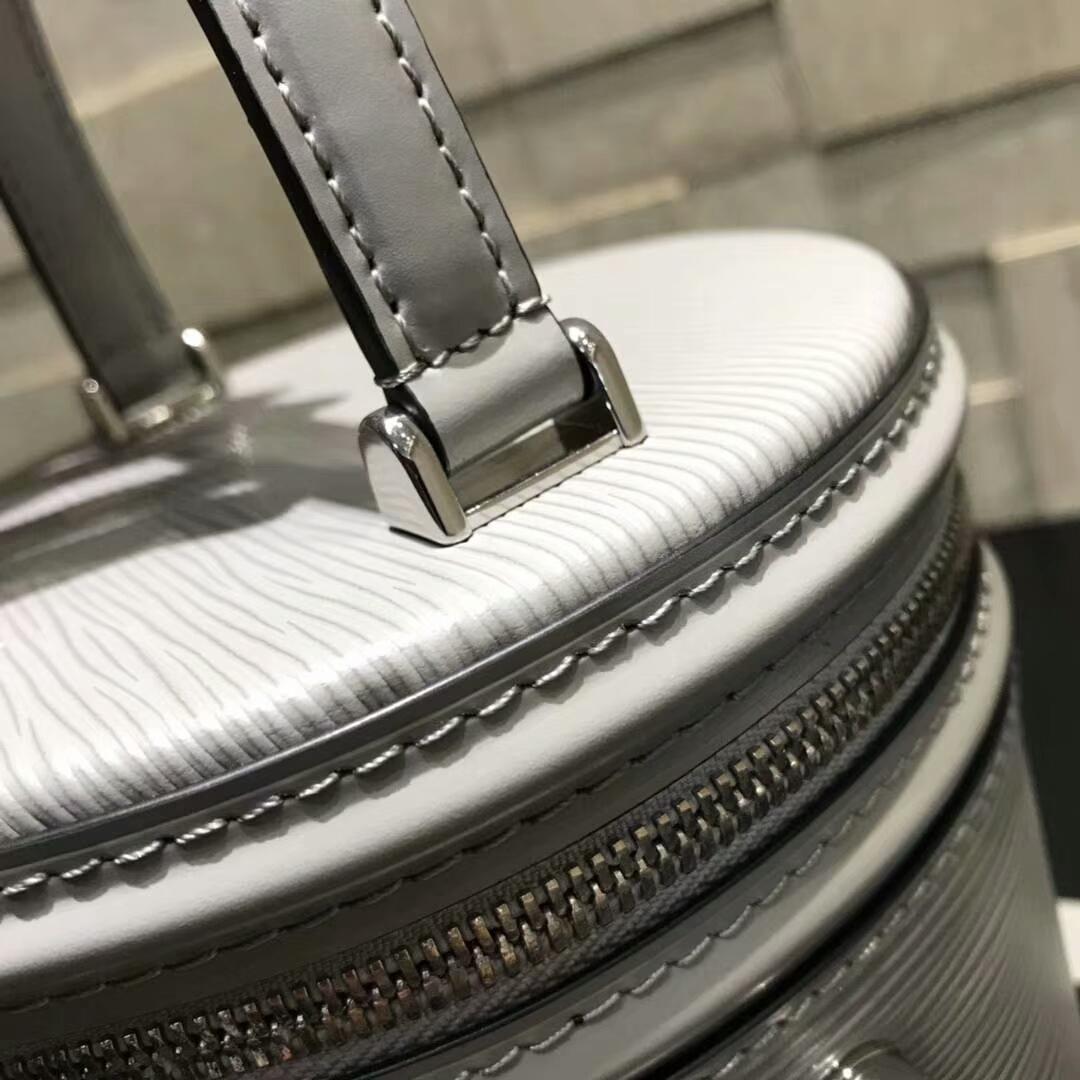 LV包包批发 带着灵魂设计的盒子包62788 把经典演绎得淋漓尽致 魅力时尚