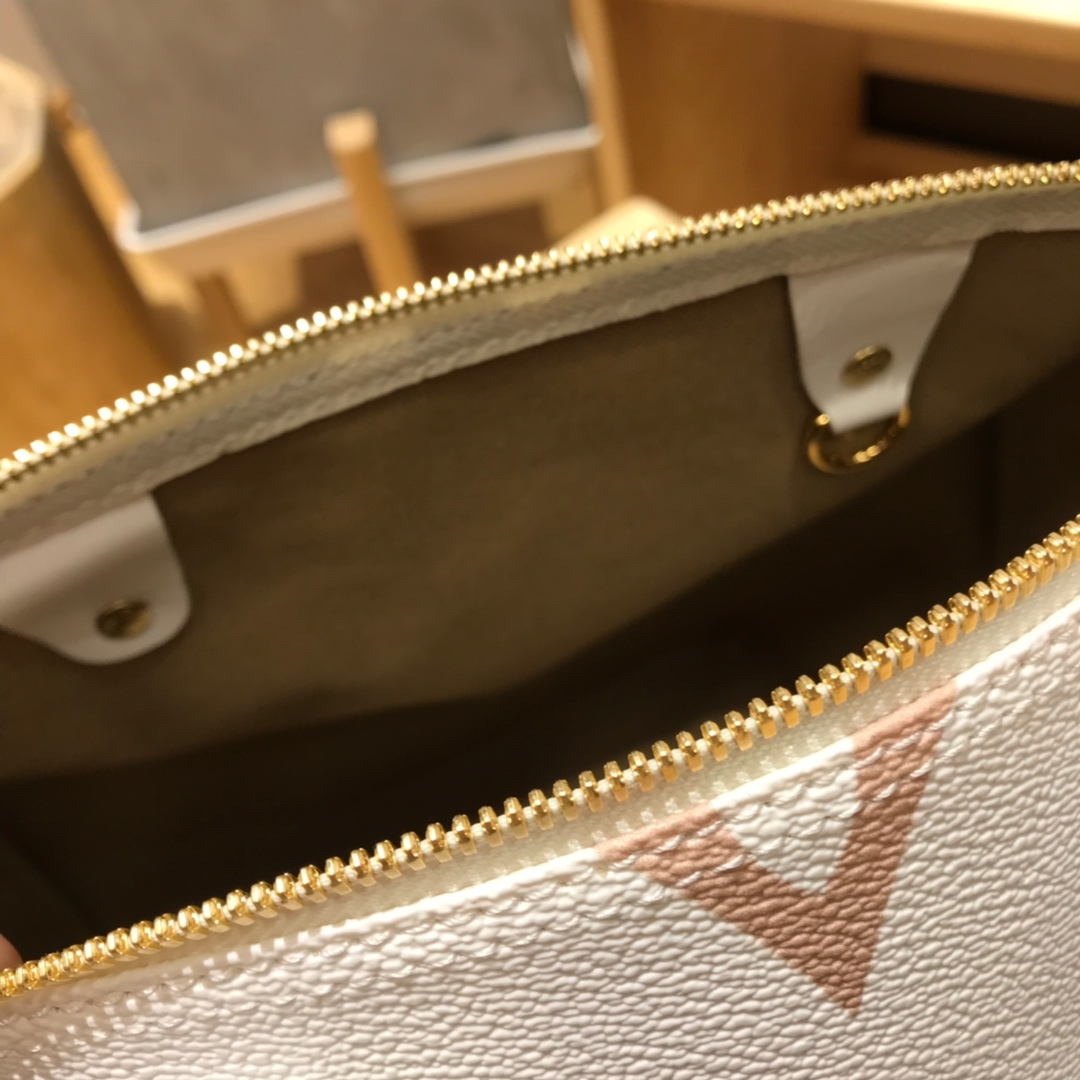 LV包包批发 最新拼色双面枕头包44416 活力时尚且超养眼的配色 限量款
