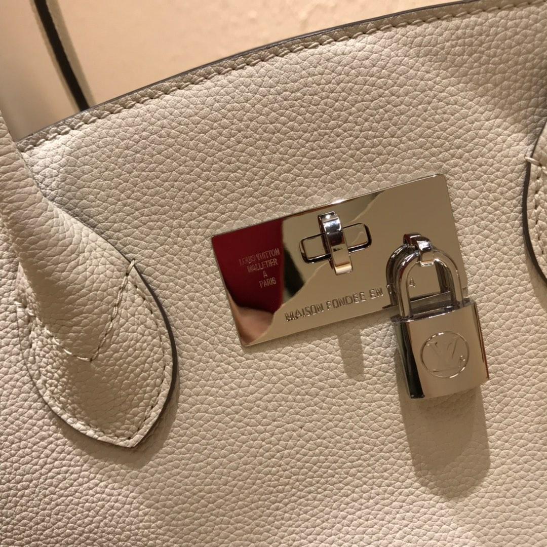 LV包包批发 全皮手提袋43528 手感非常舒服 精致优雅配有顶部双手柄和可拆卸肩带