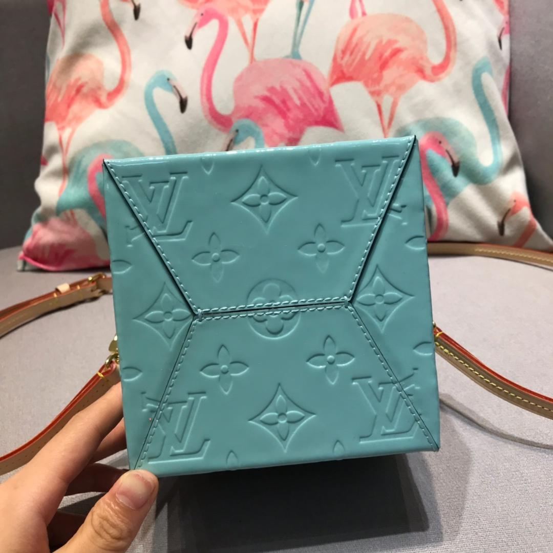 LV包包批发 新版漆皮方盒子44165 时尚高贵