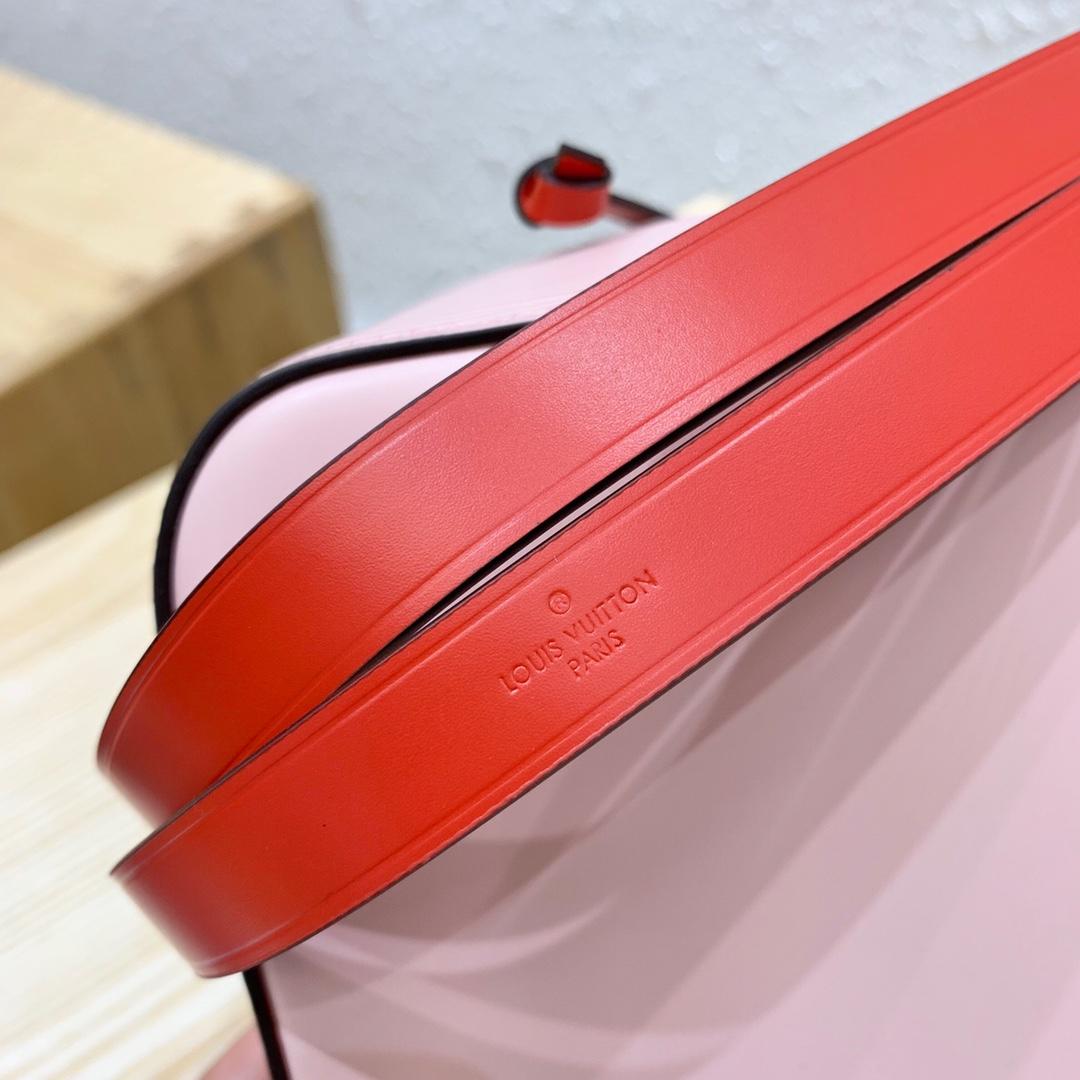 LV官网 水波纹桶包小号44022 设计很独特 颜色搭配大气 手提短袋可以拆卸