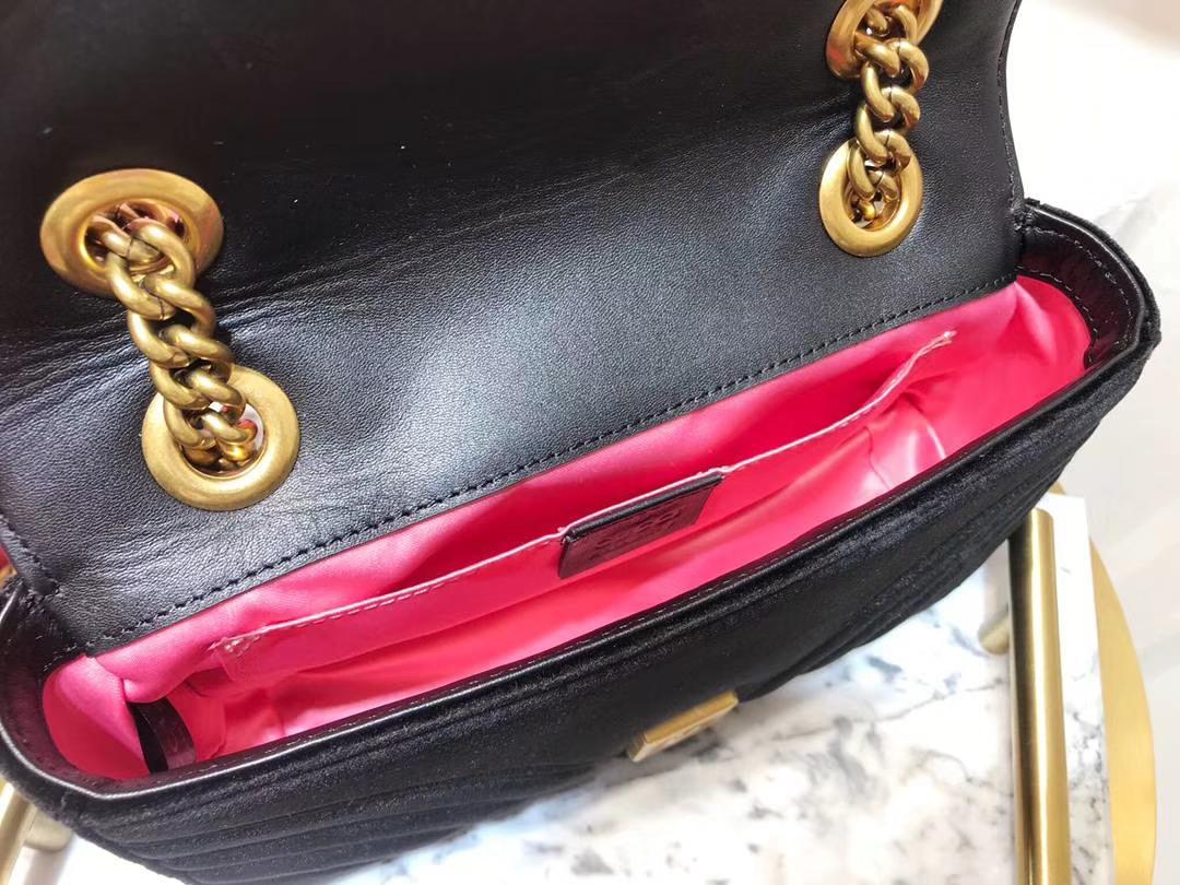 GUCCI(古驰)最新Marmont 绗缝波浪纹链条包 446744 黑色 天鹅丝绒 时尚博主名模明星新爱宠小包 22cm
