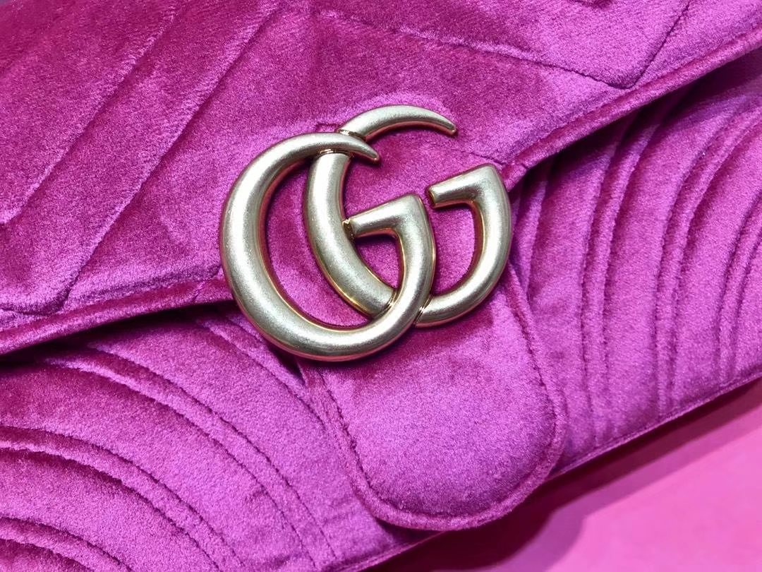 GUCCI(古驰)最新Marmont 绗缝波浪纹链条包 446744 玫红色 天鹅丝绒 时尚博主名模明星新爱宠小包 22cm