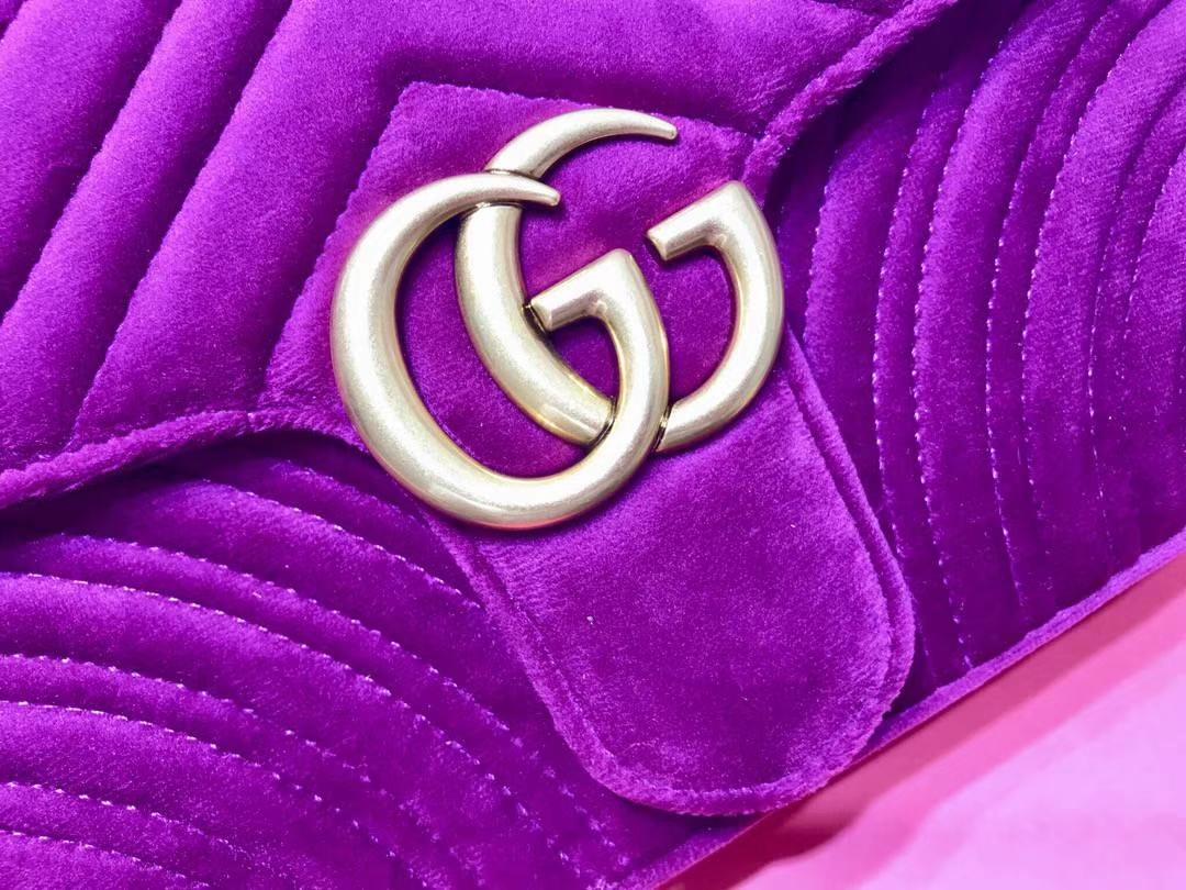 GUCCI(古驰)最新Marmont 绗缝链带波浪纹肩背包 443497 紫红色 天鹅丝绒面料 名模明星最新爱宠 26cm