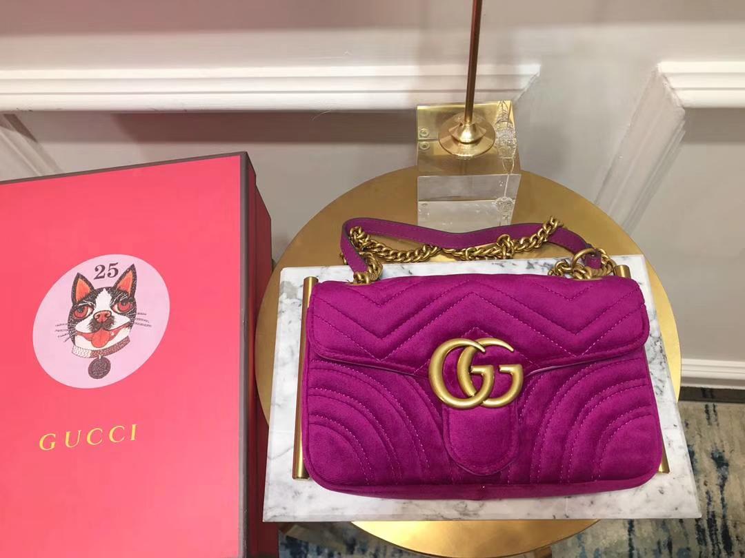 GUCCI(古驰)最新Marmont 绗缝链带波浪纹肩背包 446744 紫红色 天鹅丝绒面料 名模明星最新爱宠 22cm
