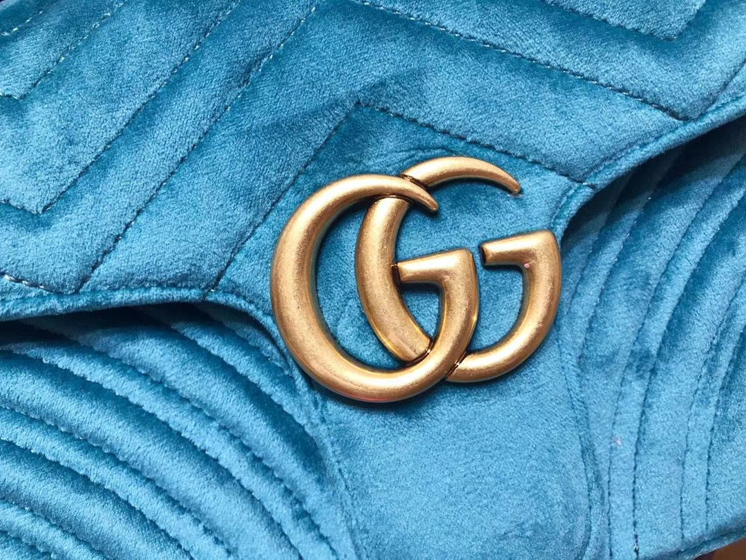 GUCCI(古驰)最新Marmont 绗缝链带波浪纹肩背包 443497 湖蓝色 天鹅丝绒面料 名模明星最新爱宠