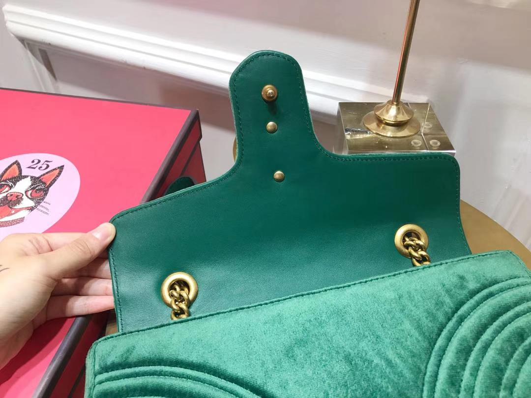 GUCCI(古驰)最新Marmont 绗缝链带波浪纹肩背包 443497 墨绿色 天鹅丝绒面料 名模明星最新爱宠