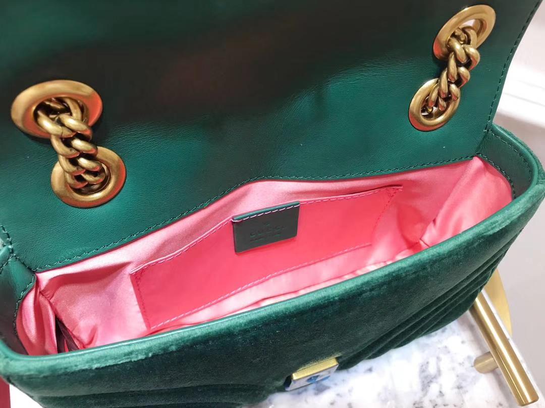 GUCCI(古驰)最新Marmont 绗缝链带波浪纹肩背包 446744 墨绿色 天鹅丝绒面料 名模明星最新爱宠