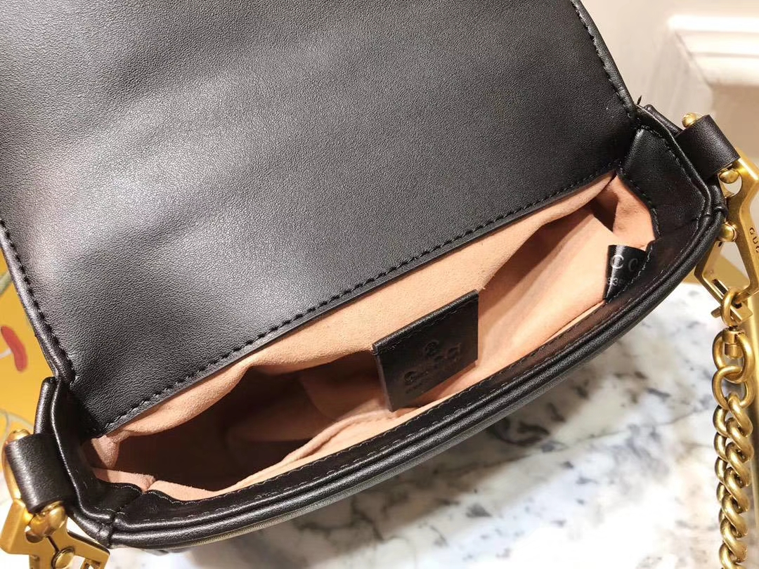 GUCCI(古驰)强势来袭mini号新款 547260 黑色 顶级牛皮 特色sylvie 大盖头 21×15.5×8cm