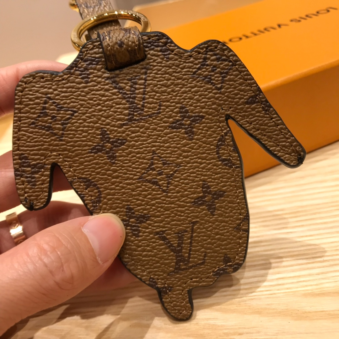 广州白云皮具城 LV包包挂件汪脸钥匙扣 让你的包包瞬间出彩