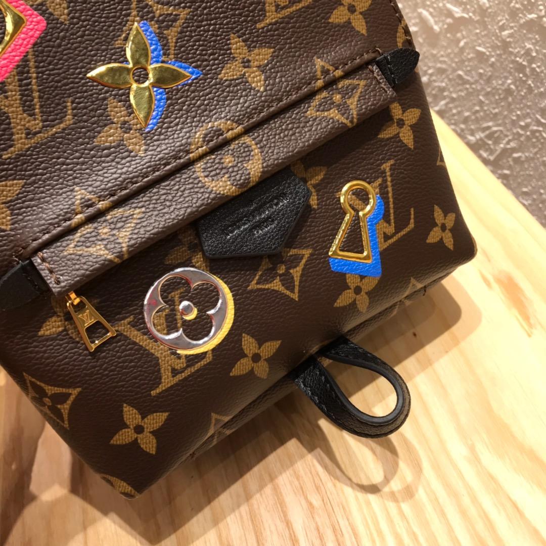 LV包包批发 2019情人节限定版最新徽章系列迷你背包44367 别具一格的浪漫 值得珍藏