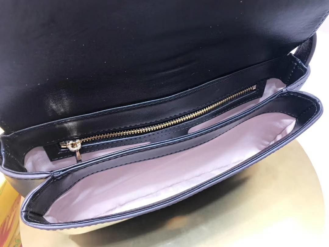 GUCCI(古驰)小号肩背包 550129 黑色 夸张翻盖设计 双G造型配件 皮质细腻柔软光泽 复古 25×16×5.5cm
