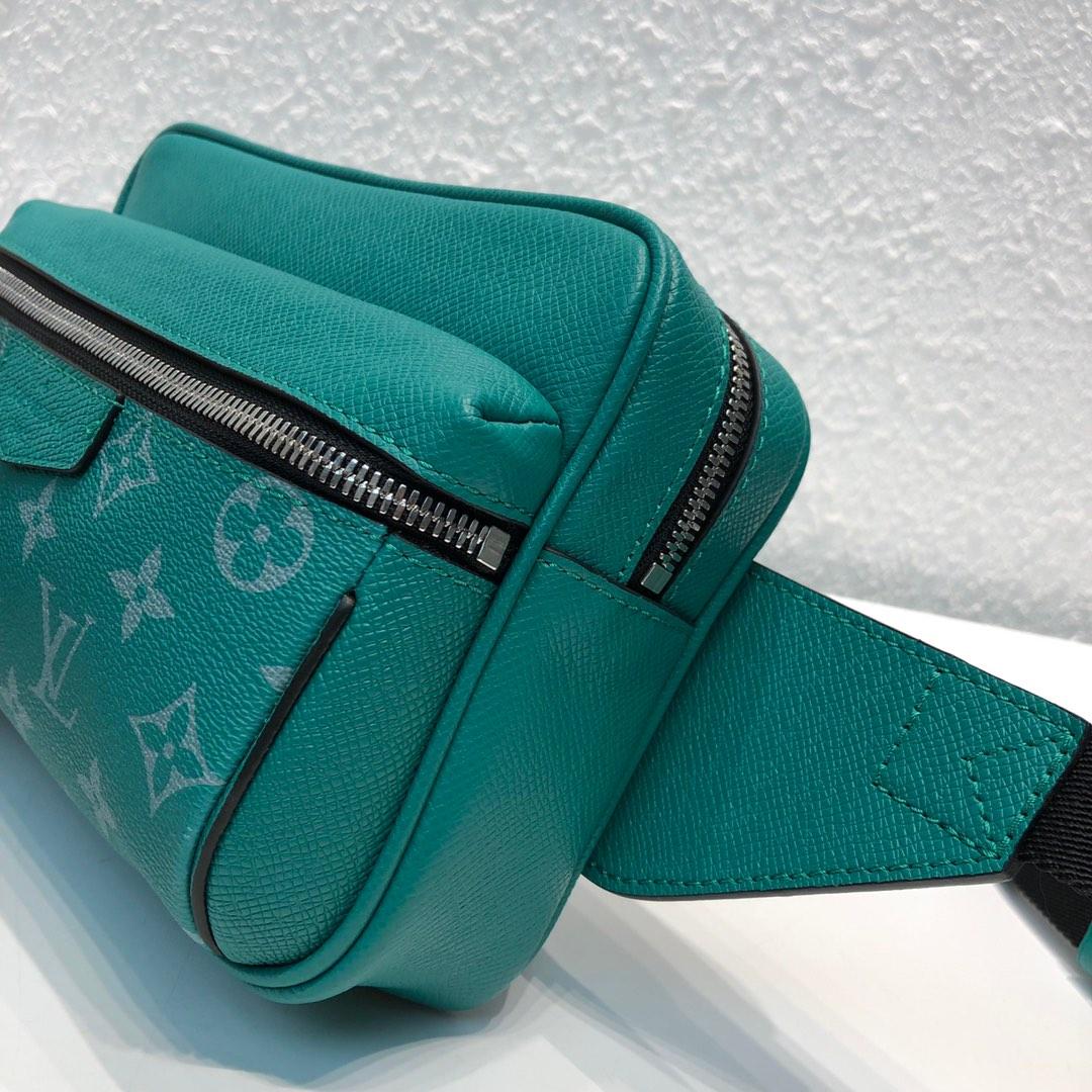 路易威登官网 驴家最新Taigarama系列43845 结合了品牌经典的taiga皮质和Monogram帆布