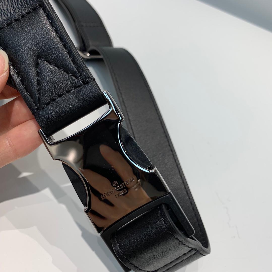 LV包包批发 时尚圈大热门饺子胸包腰包43644 造型犀利多种背法肩带可调节