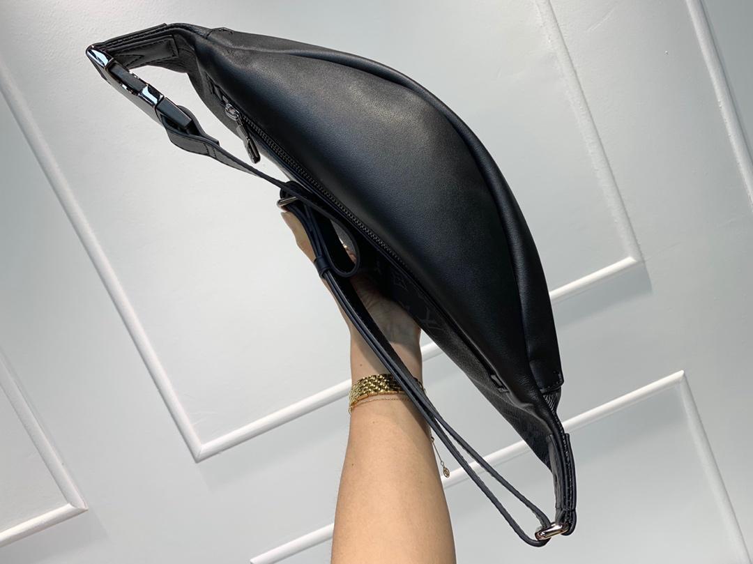 LV包包批发  时尚圈大热门胸包腰包44331 造型犀利多种背法肩带可调节