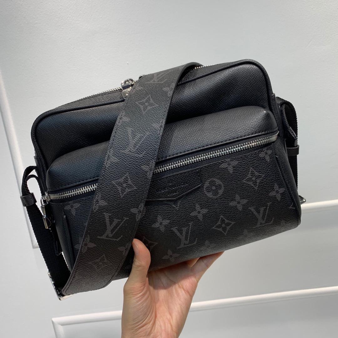 LV最新 Taigarama系列43843 结合了品牌经典的taiga皮质和Monogram帆布 黑色