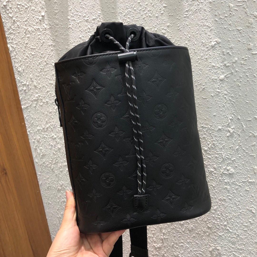 LV男包 早秋男款系列背包44629 简洁大气 轻便耐看 夏天必备的战利品