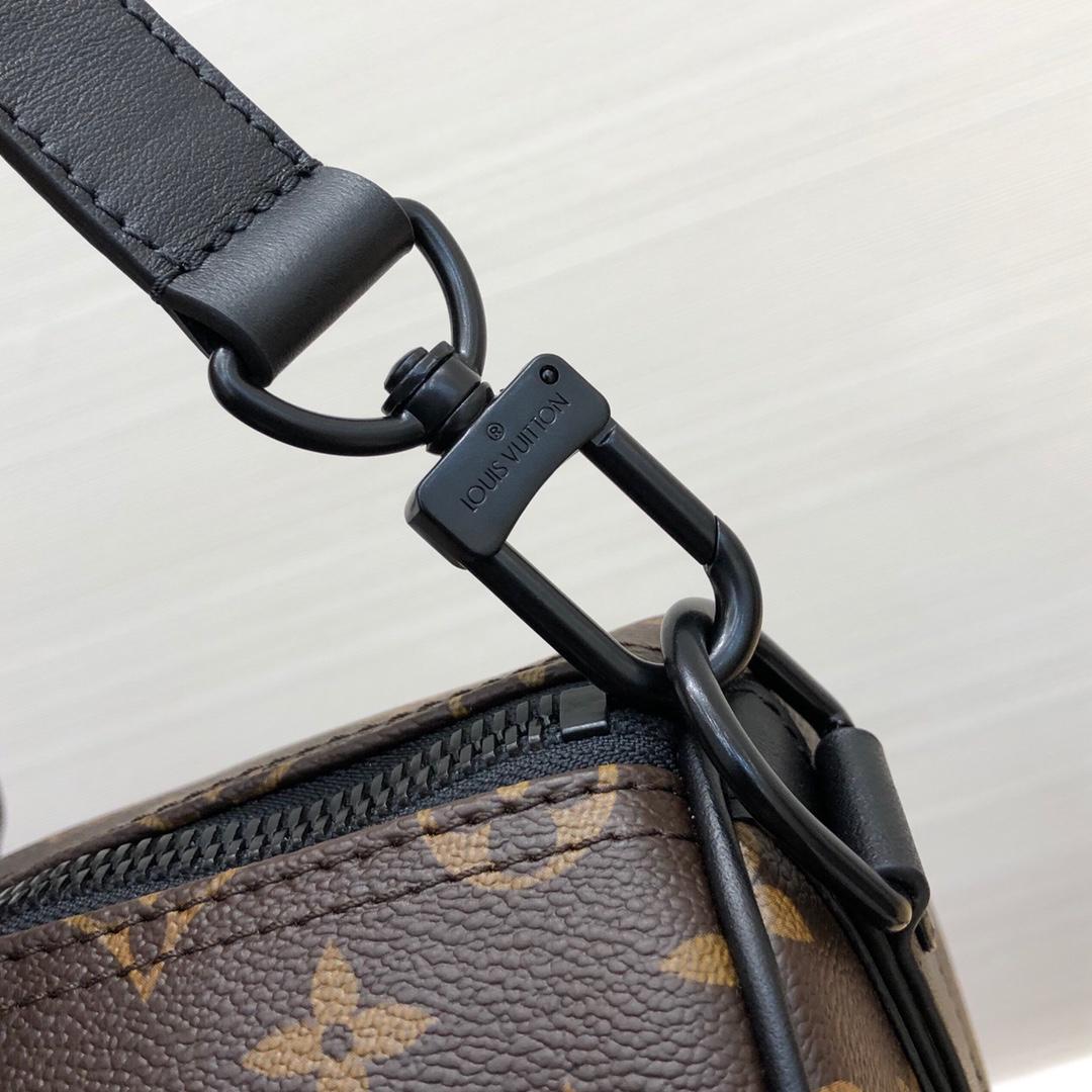 LV男包批发 早秋系列旅行袋44643 时尚度实用性超高