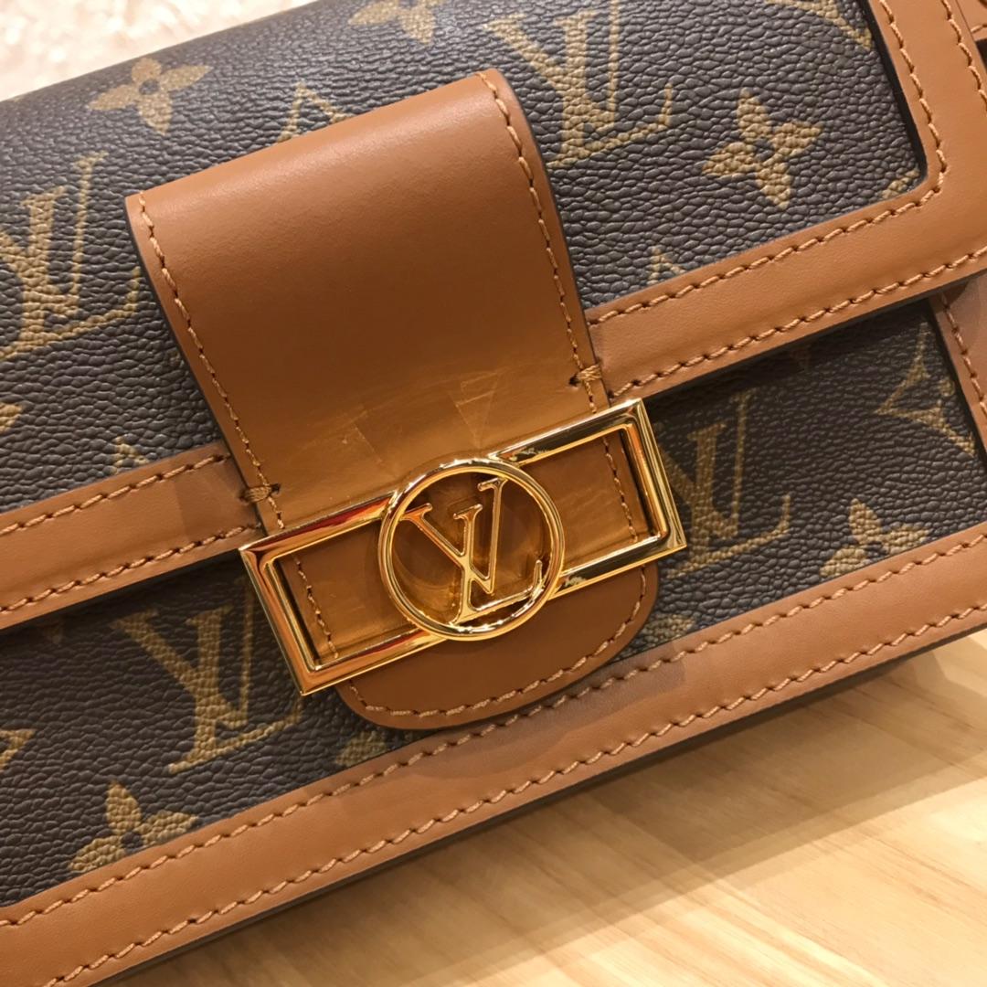 LV包包批发 小巧精致的腰包44164 时髦又抢眼 时尚控必入