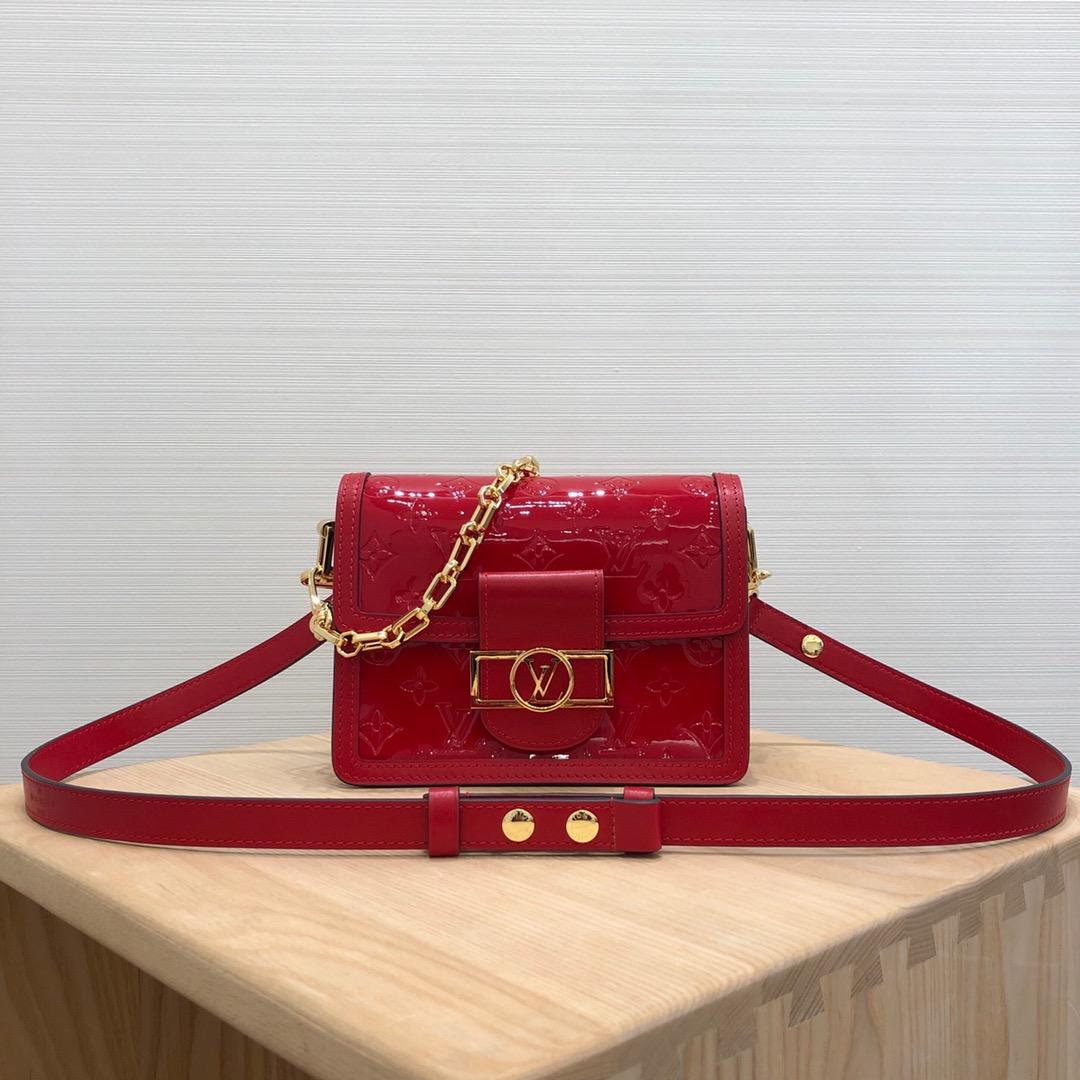 LV包包批发 爆款斜挎包红色44162 包型简单又好搭配 简洁的设计