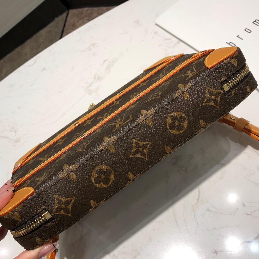 路易威登官网 男款2019秋冬系列的老花设计中号44777 棕色皮革搭配老花真的是永恒的经典