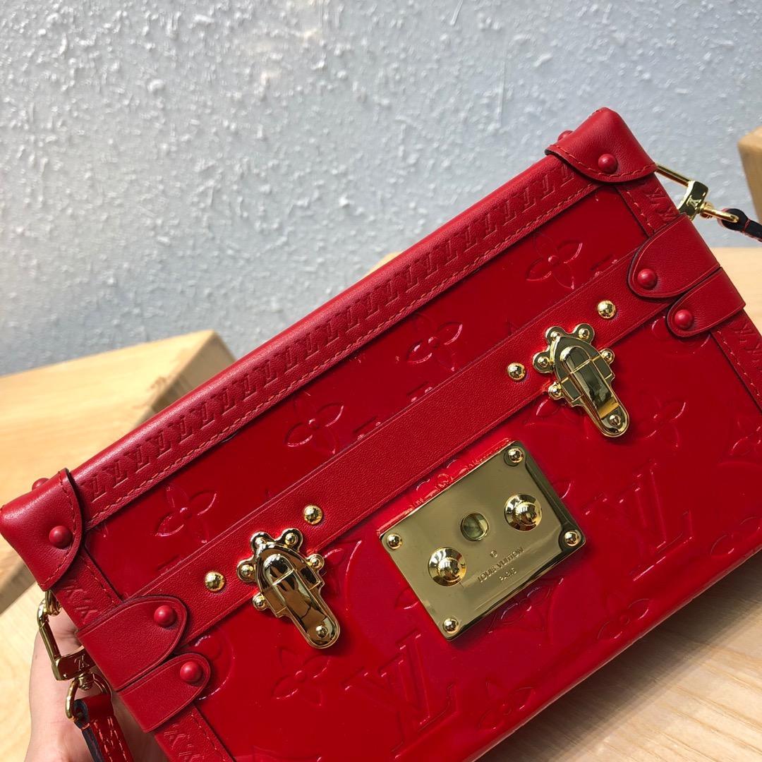 LV包包 驴家全新推出的漆皮系列红色44154 经典盒子