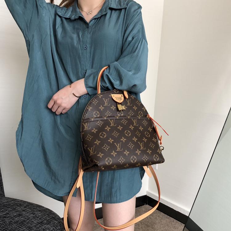 LV包包 2020年春夏最新双肩背包50141 风格独特 能当手提包使用