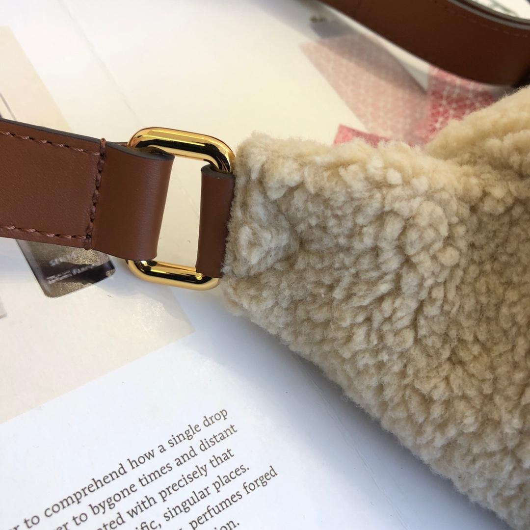 路易威登包包 秋冬毛毛腰包胸包43644 疯狂大logo羊羔毛系列