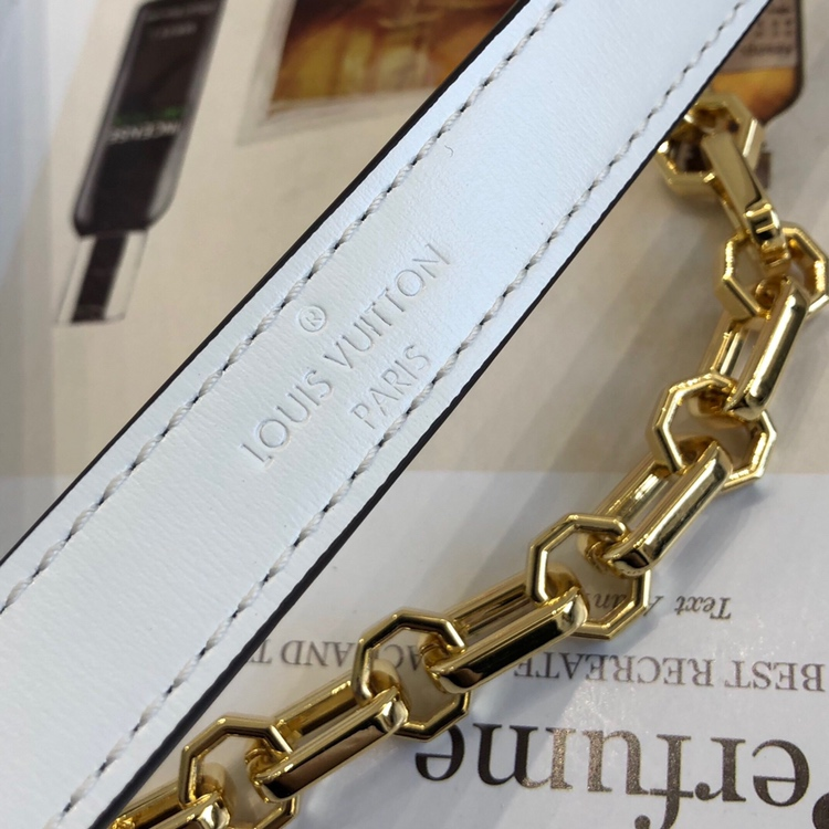 路易威登包包 达芙妮秋冬新颜色44158 简洁的设计 包型简单又好搭配