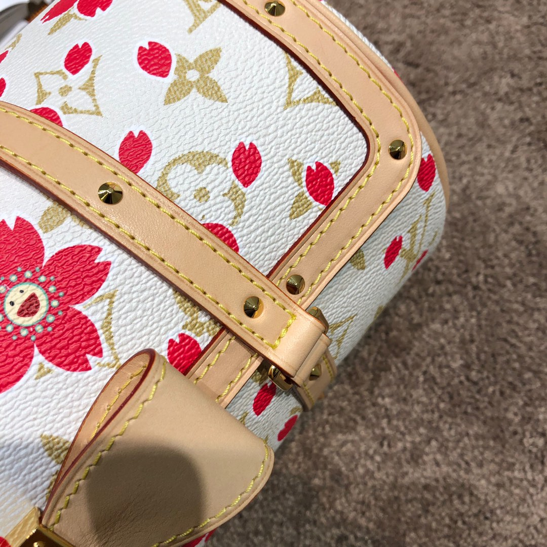 广州白云皮具城 LV村上隆樱花限量版枕头包67764 樱花跟蝴蝶结的结合