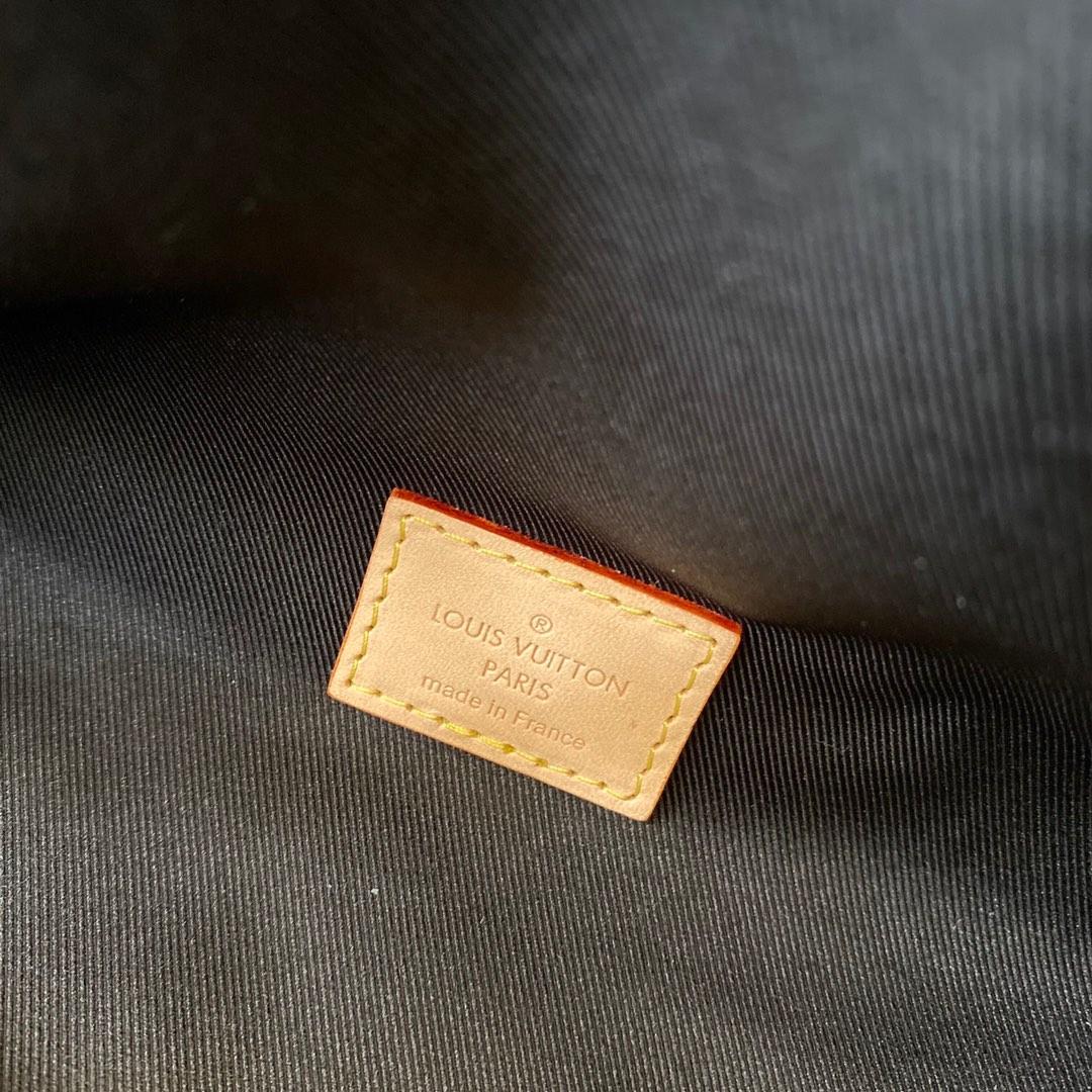 LV&LOL英雄联盟限量系列腰包43644 以Monogram帆布迷彩为主题 极具灵性活力又庄重
