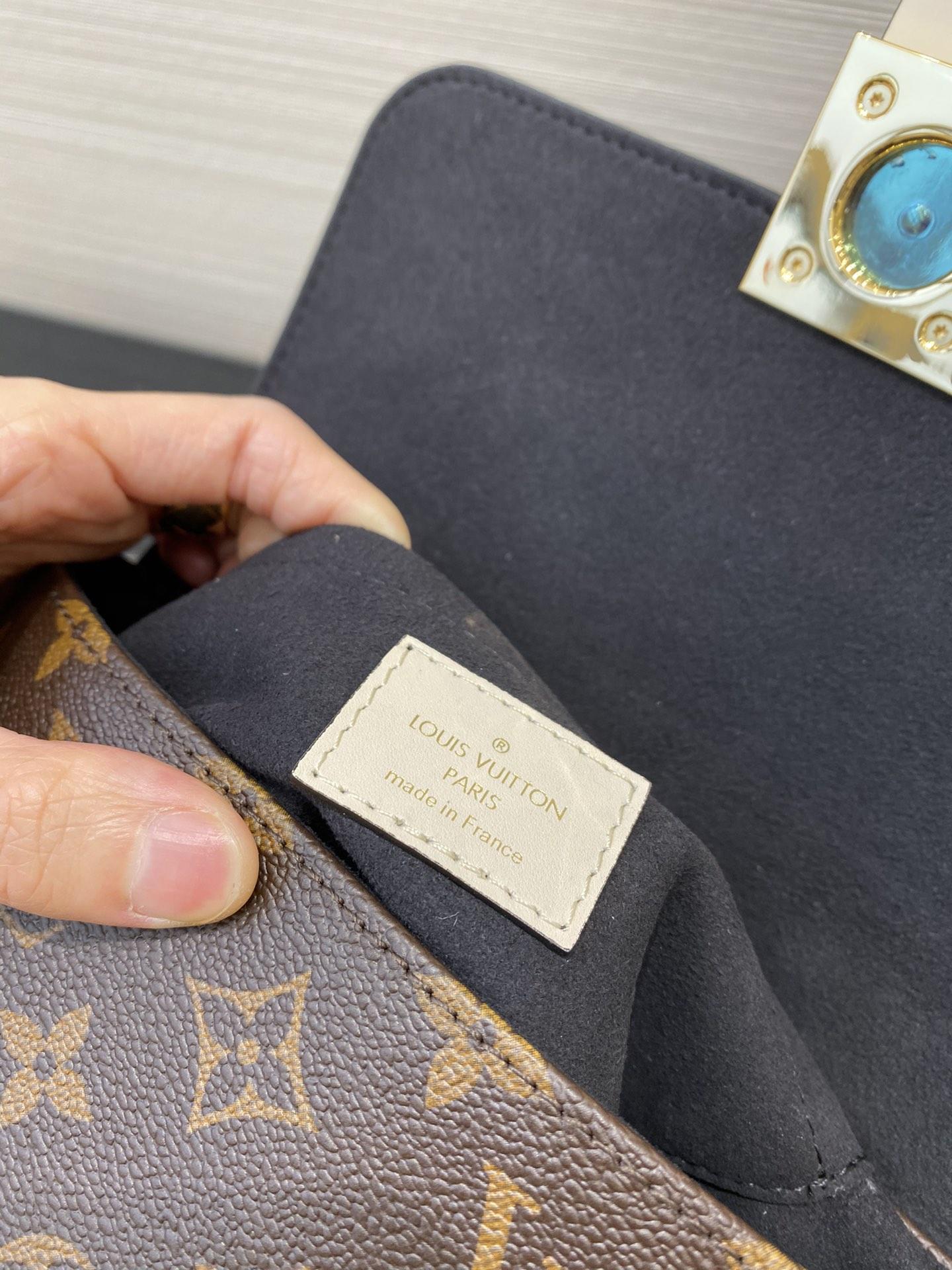 LV包包批发 最新Locky小邮差包44321 很有质感的五金锁 复古又耐看